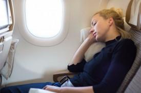 Mẹo ngủ thoải mái trên máy bay dù ngồi khoang phổ thông