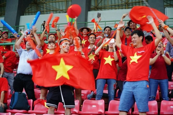 Đổ xô mua vé máy bay, tour sang Indonesia xem Olympic Việt Nam đá trận bán kết