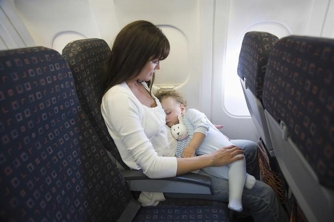 Nếu có thể, bạn hãy đặt trước chỗ ngồi trênmáy bay để chắc chắn được ngồi ở vị trí thoải mái và thuận tiện