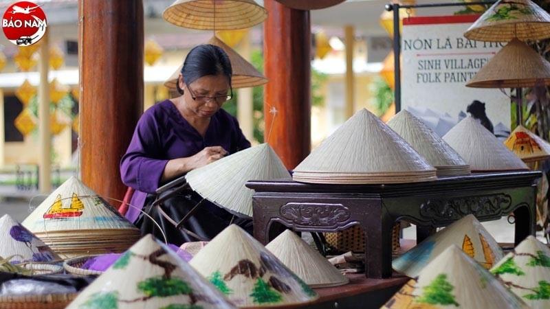 Bạn có biết nên mua gì làm quà khi du lịch Huế? -1